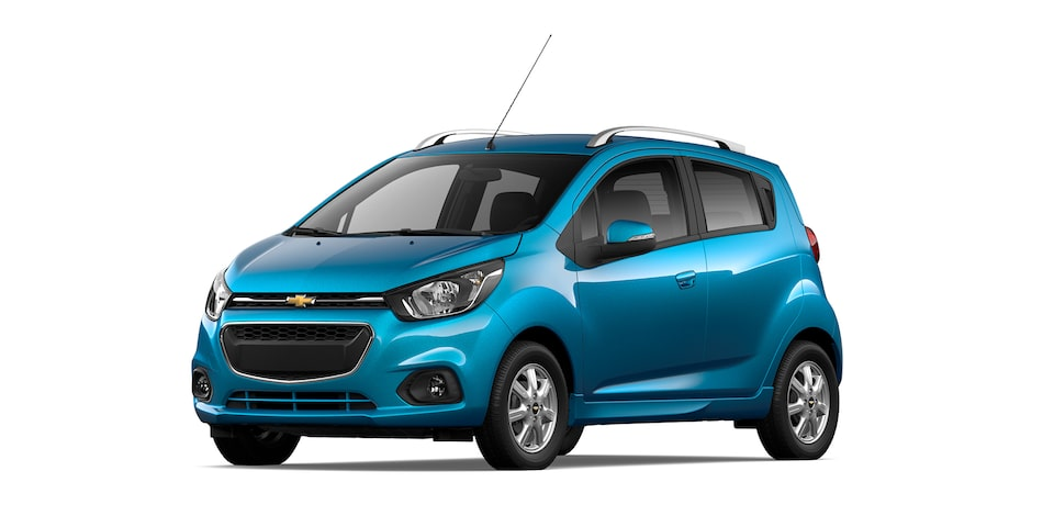 Chevrolet Beat HB 2021, auto hatchback en color azul caribe